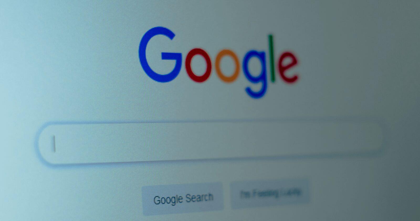 Google n'utilise plus de balisage de profil social pour les panneaux de connaissances