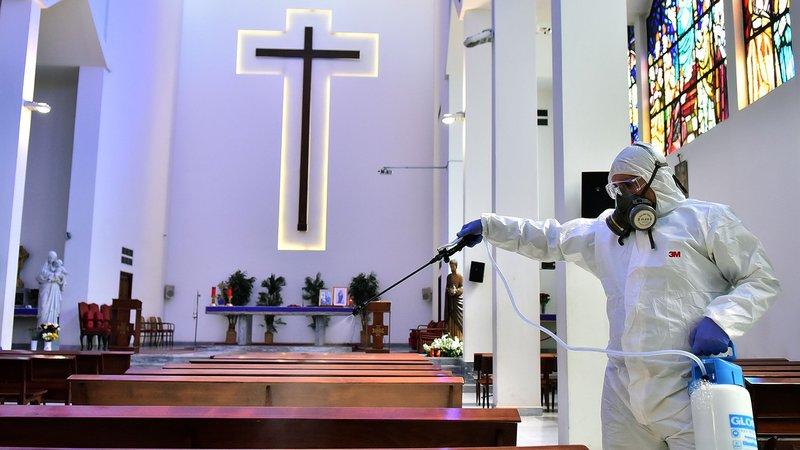 Églises et coronavirus – comment les églises peuvent-elles continuer à servir les gens via les médias sociaux?