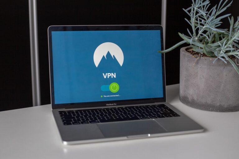 Votre FAI surveille vos profils de médias sociaux – Voici comment le VPN peut vous aider